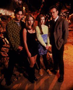 buffy-angel-xander-willow-giles-spike-anya-dawn-cordelia-tara-oz-riley-whedon-s1-07